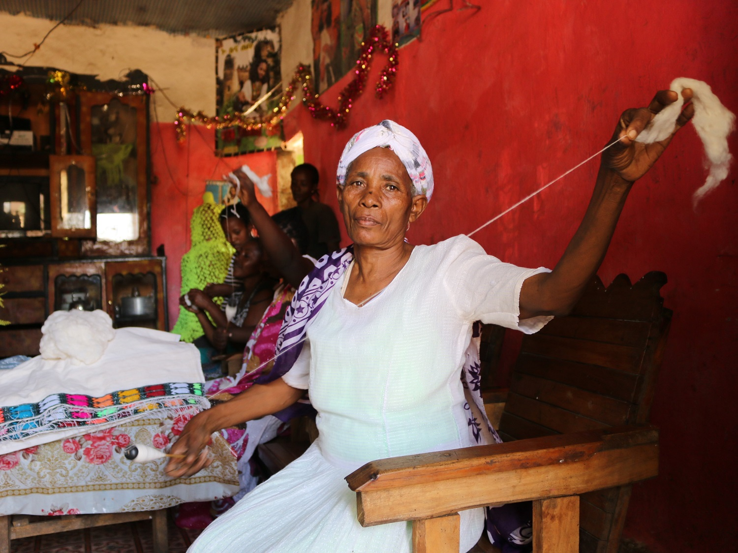 Wudinesh uses IPM techniques to grow her cotton sustainably